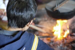 囲炉裏と子供
